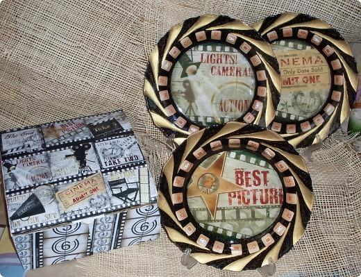 В подарок для работницы телевидения сделала набор из трех тарелок и подарочной упаковки. фото 2