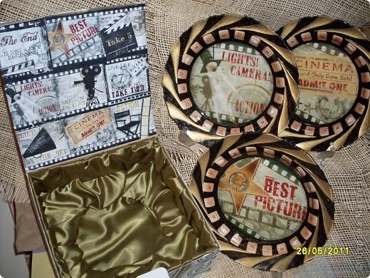 В подарок для работницы телевидения сделала набор из трех тарелок и подарочной упаковки. фото 1