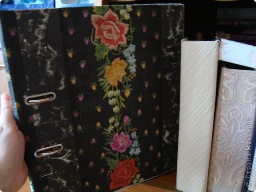 Для наклеивания салфеток, кусочков ткани и кружев использовала обойный клей. Кусочки ткани и кружева промазывала отдельно и прикладывала. Точки рисовала корректором-ручкой.  фото 7