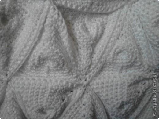 Сумка состоит из отдельных частей : треугольных мотивов , ручек , дна . У меня получилось 34 мотива , ручки связала нужной мне длинны ст . б/н . Нитки для макраме , пошло 5 мотков , очень маленький метраж . Дно связала ст . б/н , ширина 10 см . фото 2