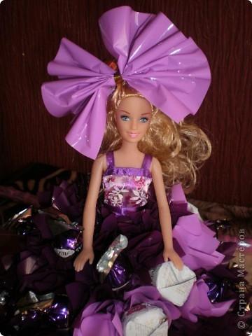 Моё хобби,кукла из конфет!Простая кукла Барби в платичке.а саму юбку я делала сама,из конфет! фото 3