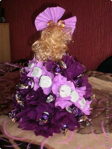 Моё хобби,кукла из конфет!Простая кукла Барби в платичке.а саму юбку я делала сама,из конфет! фото 2