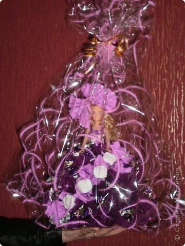Моё хобби,кукла из конфет!Простая кукла Барби в платичке.а саму юбку я делала сама,из конфет! фото 4