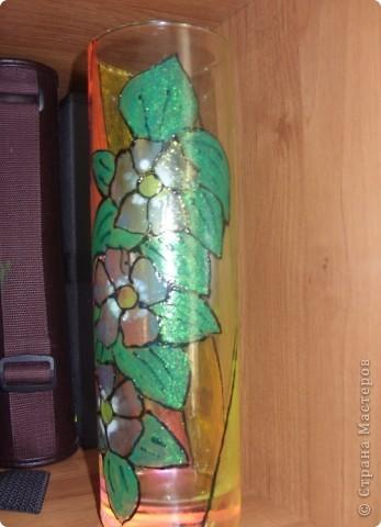 К предстоящему выпускному в садике у старшей дочери решили сделать с ней подарки воспитателям. Вазочка раскрашена витражными красками. Контур рисовала я , раскрашивала Лиза (6,5 лет) фото 2
