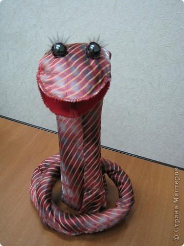 Змейка из галстука