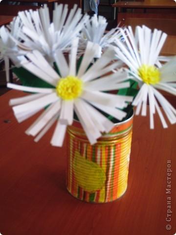 Делали  цветочки в классе с первоклассниками. И вдруг захотелось сделать именно ромашку. Каждый по одной, вот и букетик!!!!! фото 1