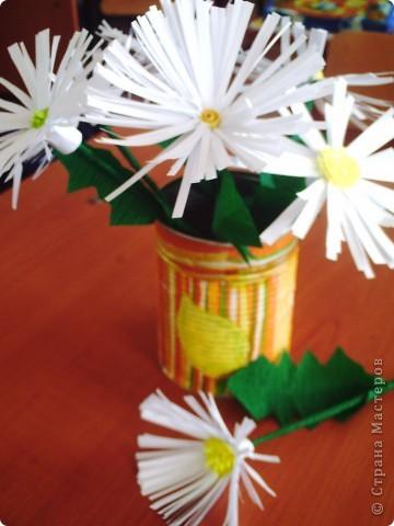 Делали  цветочки в классе с первоклассниками. И вдруг захотелось сделать именно ромашку. Каждый по одной, вот и букетик!!!!! фото 4