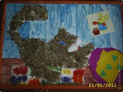 Мы с племяшкой сделали такого котенка когда были в санатории. Он сделан из сережек осины. Каждый вечер потихоньку создавался этот подарок бабушке.