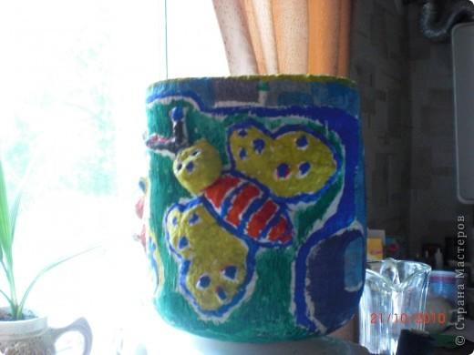 Основой для горшка послужила 5 литровая пластиковая бутылка. Делала я его еще зимой, поэтому горшочек немного выцвел. фото 2