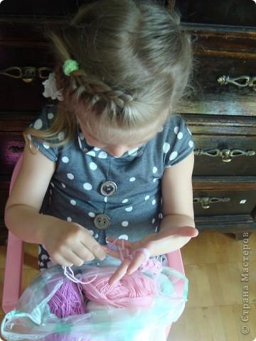 Вязание на пальцах - очень захватывающее, лёгкое и интересное занятие. Которое требует минимум времени и затрат. фото 1