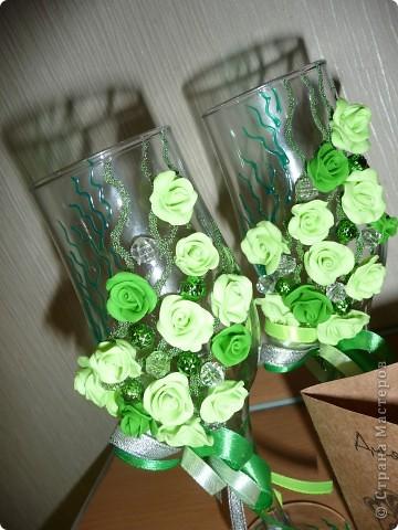 Свадьба - самое торжественное, светлое и радостное событие в жизни каждого человека! Но она еще и самое важное, ведь со свадьбы начинается семья. Сам день бракосочетания называется «зеленая» свадьба. Ее символом является зелень, трава как знак юности и кипучей жизни. фото 3