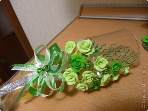 Свадьба - самое торжественное, светлое и радостное событие в жизни каждого человека! Но она еще и самое важное, ведь со свадьбы начинается семья. Сам день бракосочетания называется «зеленая» свадьба. Ее символом является зелень, трава как знак юности и кипучей жизни. фото 2