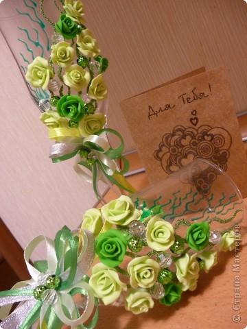 Свадьба - самое торжественное, светлое и радостное событие в жизни каждого человека! Но она еще и самое важное, ведь со свадьбы начинается семья. Сам день бракосочетания называется «зеленая» свадьба. Ее символом является зелень, трава как знак юности и кипучей жизни. фото 1