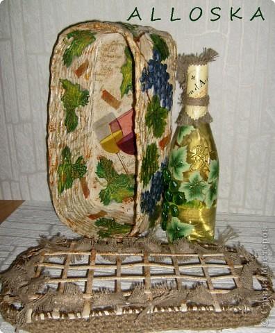 Плетенка и бутылка с декупажем в подарок. Выполнена и газетной бумаги,использованы только белые части. фото 5