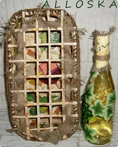 Плетенка и бутылка с декупажем в подарок. Выполнена и газетной бумаги,использованы только белые части. фото 6