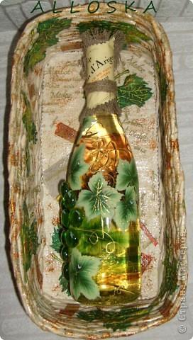 Плетенка и бутылка с декупажем в подарок. Выполнена и газетной бумаги,использованы только белые части. фото 8