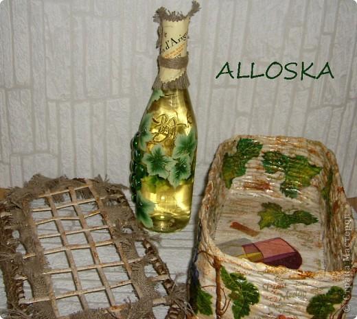 Плетенка и бутылка с декупажем в подарок. Выполнена и газетной бумаги,использованы только белые части. фото 10