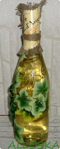 Плетенка и бутылка с декупажем в подарок. Выполнена и газетной бумаги,использованы только белые части. фото 2