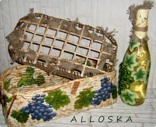 Плетенка и бутылка с декупажем в подарок. Выполнена и газетной бумаги,использованы только белые части. фото 1