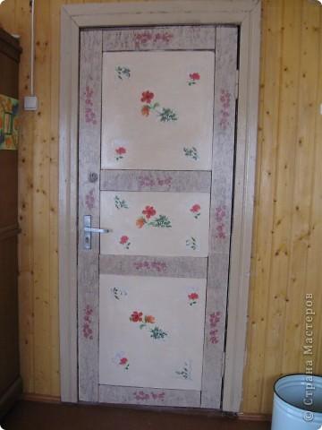 дверь  из верандыв дом, жаль не  сфоткала какая она была страшненькая давно глаз горел и вот дождалась фото 1