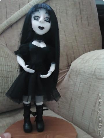 Вот такая кукла гот. В этом направлении я конечно ничего не понимаю. Делала по картинкам с интернета. Высота 20 см. Пластика Фимо для кукол. фото 1