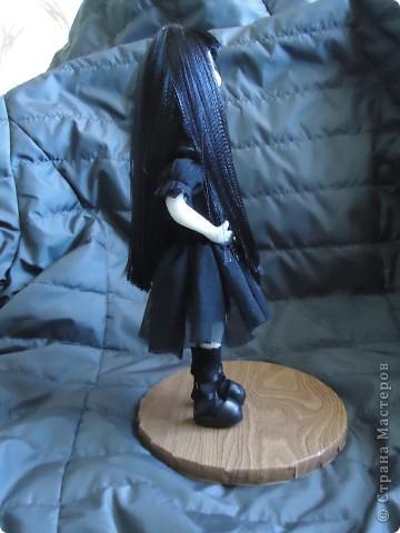 Вот такая кукла гот. В этом направлении я конечно ничего не понимаю. Делала по картинкам с интернета. Высота 20 см. Пластика Фимо для кукол. фото 5
