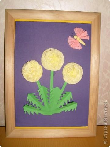 Сегодня сделала панно с одуванчиками из салфеток,стебель и листья из цветной бумаги.Бабочка из салфеток.  фото 1