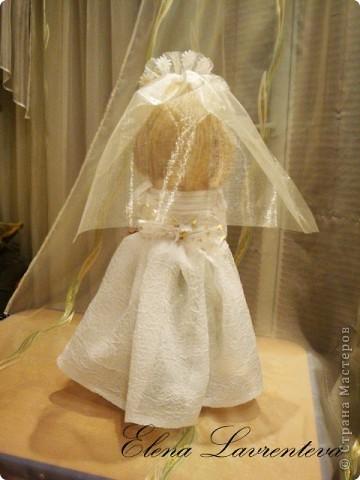 У нас на Украине есть обычай : денежные подарки на свадьбу собирать в трехлитровый бутыль.А потом невеста его закручивает. Вот такой бутыль я сделала для свадьбы! фото 6