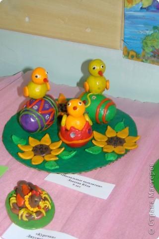 Хочу показать Вам работы из пластилина детей к Пасхе. Многие из них были на выставке детского  прикладного творчества в Моске и завоевали почетные места. Эта работа  заняла первое место!  фото 12
