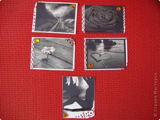 Вот мои первые АТСки=) Чёрно-белый рисунок- означает гармонию, спокойствие на душе. Может быть вы это почувствуете увидев эти карточки=) А подарки вместе с ними я вам точно обещаю ;) Мноооого подарков))) Фотки не много искажают цвет и сверкание некоторых частей карточек. фото 1