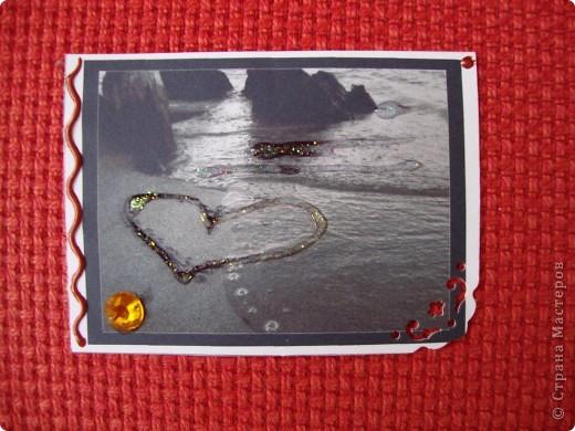 Вот мои первые АТСки=) Чёрно-белый рисунок- означает гармонию, спокойствие на душе. Может быть вы это почувствуете увидев эти карточки=) А подарки вместе с ними я вам точно обещаю ;) Мноооого подарков))) Фотки не много искажают цвет и сверкание некоторых частей карточек. фото 3