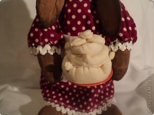зайчиха: хлопок жатый тонирован кофе ваниль корица,винтажный хлопок(платье)кружева, атласная лента, шитье торт:мукосол запеченный! фото 4