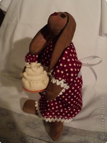 зайчиха: хлопок жатый тонирован кофе ваниль корица,винтажный хлопок(платье)кружева, атласная лента, шитье торт:мукосол запеченный! фото 2