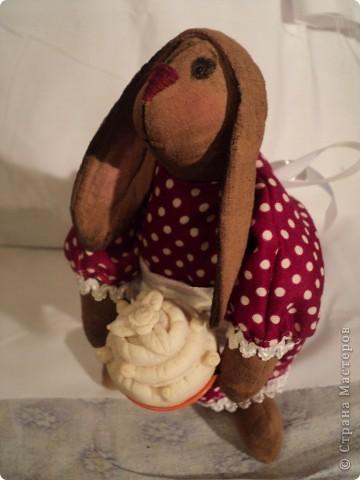 зайчиха: хлопок жатый тонирован кофе ваниль корица,винтажный хлопок(платье)кружева, атласная лента, шитье торт:мукосол запеченный! фото 1
