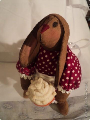 зайчиха: хлопок жатый тонирован кофе ваниль корица,винтажный хлопок(платье)кружева, атласная лента, шитье торт:мукосол запеченный! фото 3
