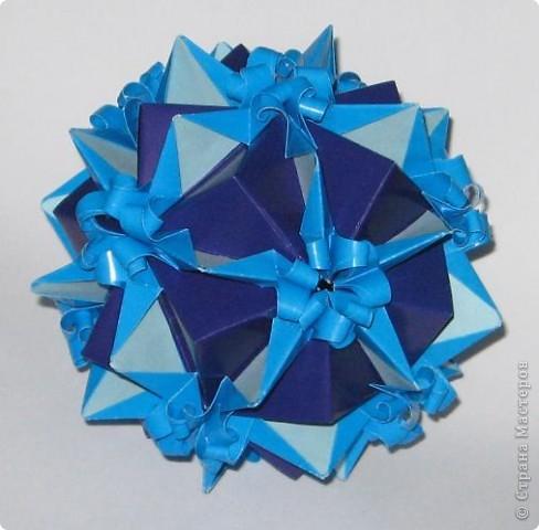 Приветик! У этой кусудамы нет названия. Это составная куся.  Фиолетовые модули - взяты из кусудам Т. Высочиной Трюфельный торт, Каменный цветок.  Голубой модуль - внешне похож на модуль Геосферы М. Кавамуры, но сделан не из квадрата, а из полоски. Плюс в голубом модуле с двух сторон добавила светло-голубые вставочки. фото 3