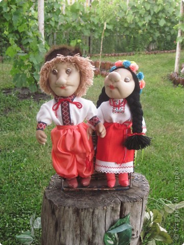 Маричка и Иванко в украинских костюмах. фото 1
