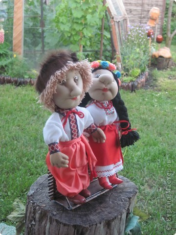 Маричка и Иванко в украинских костюмах. фото 2