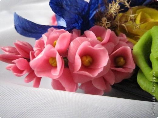 """Вот и я сварила свой многострадальный фарфор. Налепила разных цветочков, и получилась такая композиция. Счастлива до безумия! Цвета, конечно, """"вырви глаз"""",  но я же только учусь. фото 8"""
