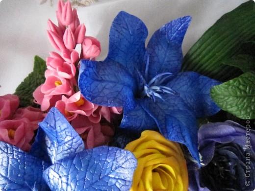"""Вот и я сварила свой многострадальный фарфор. Налепила разных цветочков, и получилась такая композиция. Счастлива до безумия! Цвета, конечно, """"вырви глаз"""",  но я же только учусь. фото 10"""