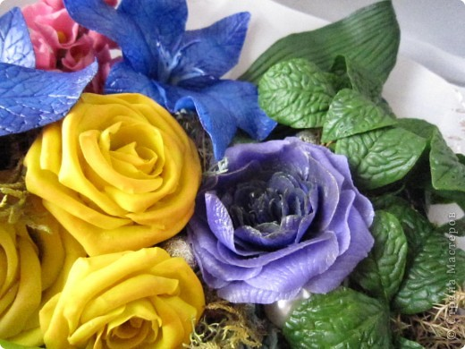 """Вот и я сварила свой многострадальный фарфор. Налепила разных цветочков, и получилась такая композиция. Счастлива до безумия! Цвета, конечно, """"вырви глаз"""",  но я же только учусь. фото 4"""