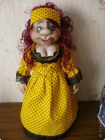Вот такая яркая кукла-пакетница родилась.  фото 1