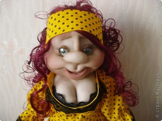 Вот такая яркая кукла-пакетница родилась.  фото 2
