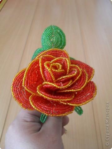 """розы из бисера  - <a href=""""http://ourworldgame.ru/rozy-iz-bisera-master-klass/"""">Розы из бисера мастер класс.</a> фото 3"""