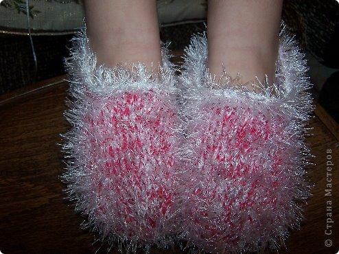 """использованы нитки в 2 сложения - 1 любая обычная(не толстая), 2- """"травка"""". Тапочки получились очень прочные, наверное вечные)))) Год дочка носит - как новые, не меняются..."""