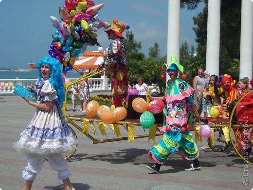 4 июня в Геленджике прошло открытие сезона 2011 года. А это как всегда КАРНАВАЛ! Я много раз была на Геленджикском карнавале, но в этом году мне понравилось больше всего! фото 1