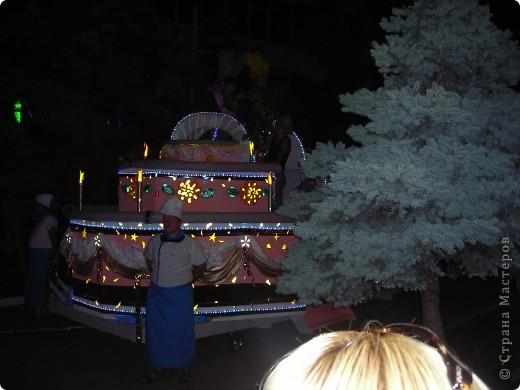 4 июня в Геленджике прошло открытие сезона 2011 года. А это как всегда КАРНАВАЛ! Я много раз была на Геленджикском карнавале, но в этом году мне понравилось больше всего! фото 16