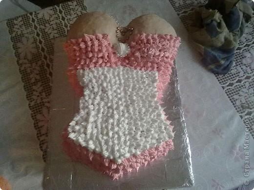 Сестренка делает вот такие красивые торты на заказ.