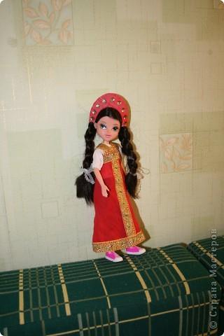 Была Moxie стала Василиса-Премудрая :))) жаль кроссовки не снимаются... хотя стиль фьюжн получился... ультрамодная такая Василиса :))