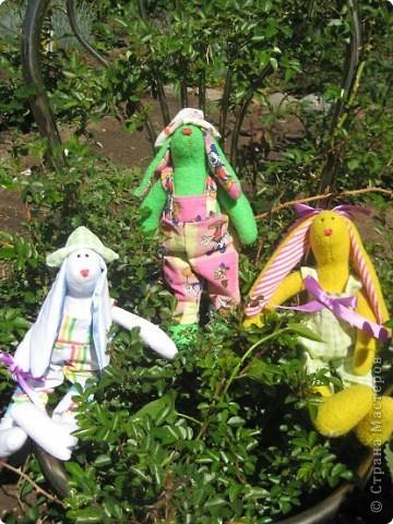 Начались каникулы и появилось время для творчества. Настя полюбила шить зайцев по выкройкам кролика тильды. фото 4